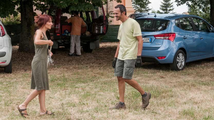 Katia e Ivan i due sposi si incontrano nel luogo dove avverrà la festa nuziale