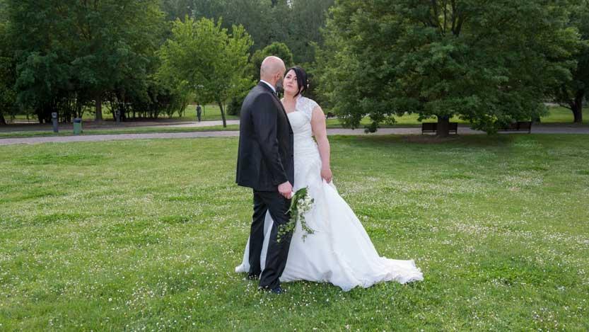 Fotografo matrimonio Forlì di sposi presso il Parco Urbano