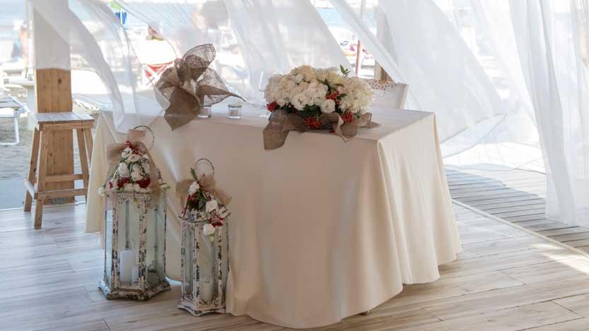 Tavolo nuziale disposto in angolo al Bagno Giada Lido Adriano