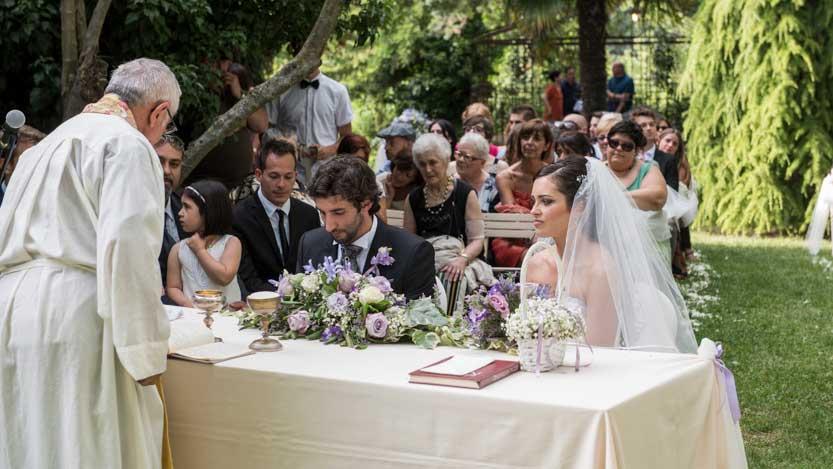 Fotoreportage di matrimonio a Borgo Fregnano con una luce splendida