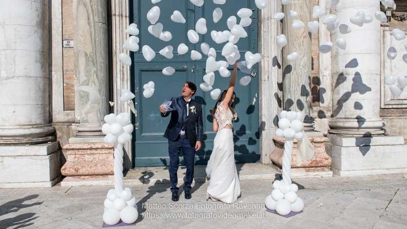 Sposi appena usciti di Chiesa e reportage matrimonio