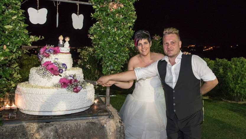 Taglio della torta nuziale di Morena e Fabio a Villa dei Cigni