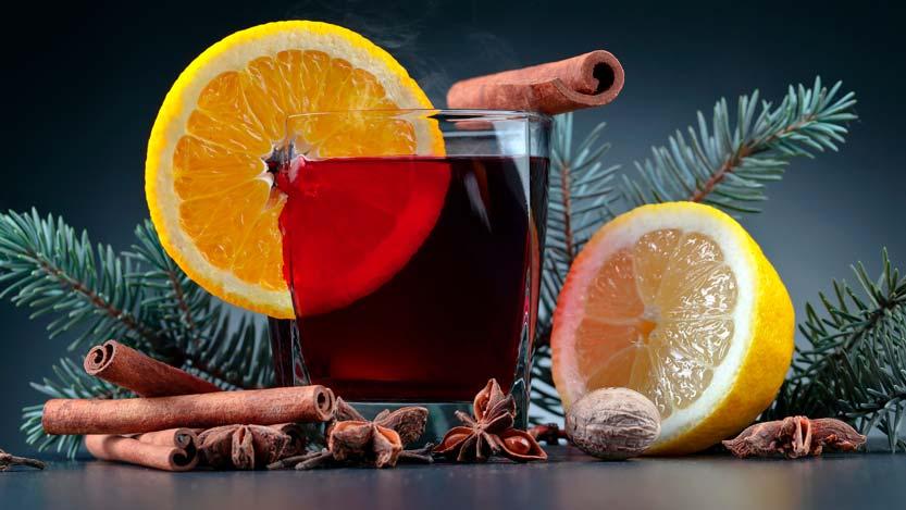 Still life natalizio aperitivo con fette limone